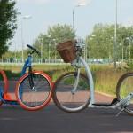 Mega hulajnogi na ścieżce rowerowej