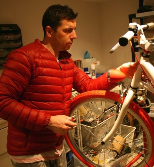 Tomasz, absolwent AWF i trener wielu dyscyplin sportowych. Z zamiłowania – mechanik rowerowy.